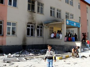 ''400'e yakın okula terör saldırısı gerçekleştirildi''