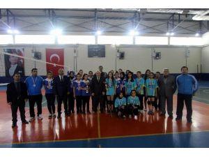 Genç Kızlarda Voleybolun Şampiyonu Anadolu Kız Meslek Lisesi Oldu