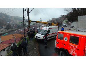 Kaza yapan aracı kurtarmaya giden çekici elektrik akımına kapıldı
