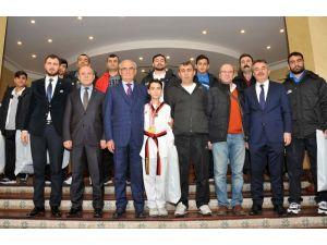 Madalya kazanacak sporculara Avrupa seyahati sözü