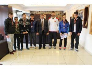 Niğde Belediye Başkanı Şampiyon Gençleri Ağırladı