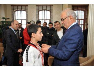 Başkan Yılmaz, Başarılı Judocuları Ödüllendirdi