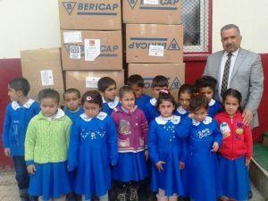 CHP'den Öğrencilere Giyim Ve Kırtasiye Yardımı