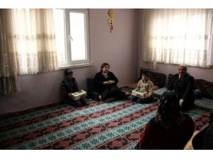 Ayşe Kamçı, İhtiyaç Sahibi Aileleri Ziyaret Etti