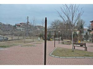 Gölbaşı'ndaki İki Parkın Lambaları Kırıldı
