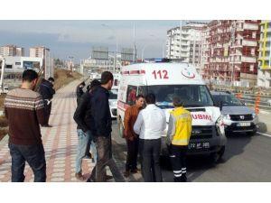 Ambulans Otomobille Çarpıştı: 2 Yaralı
