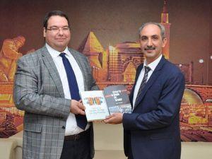 AEÜ Dekan Yardımcısı Yrd. Doç. Dr. Erman Akıllı Yeni Kitabını Çıkarttı