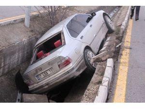 Ehliyetsiz Sürücü Kanala Uçtu