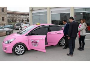 Sivas'ta Kadınlara Özel 'Pembe Taksi'