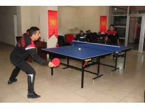 İtfaiyeciler Hünerlerini Masa Tenisi Turnuvasında Gösterdi