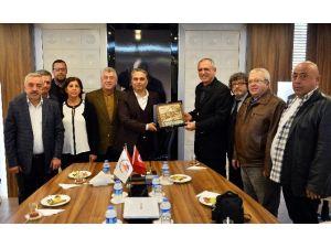Eski Antalyalılar'dan Uysal'a Plaket