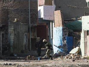 Sur'da keskin nişancı terörist etkisiz hale getirildi