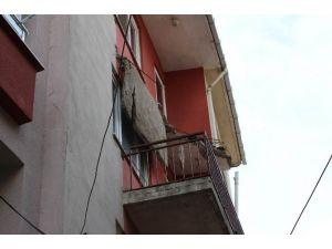 Apartmanın Balkonu Çöktü