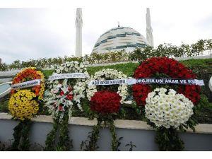 Abdullah Gül'ün Kayınpederinin Cenazesine Çelenkler Alınmadı