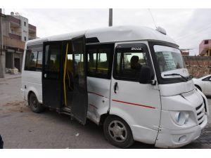 Nusaybin'de polis aracı minibüsle çarpıştı, 1 yolcu yaralandı