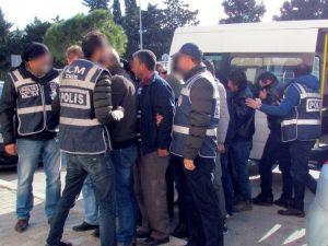 Çeşme'de 8 İnsan Kaçakçısı İle 40 Sığınmacı Yakalandı
