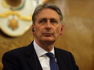 Hammond: Anlaşma işe yarayacaksa Rus bombardımanı durmalı