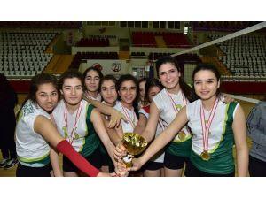 Filenin şampiyonu Mehmet Akif Ersoy Kız Meslek Lisesi