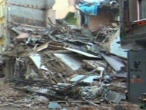 İstiklal Caddesi Yakınında 5 Katlı İki Bina Çöktü!