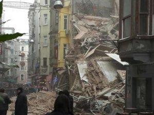 İstiklal Caddesi yakınında iki tane bina çöktü