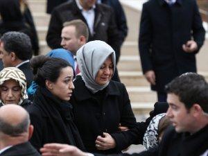 Hayrünnisa Gül, Babasının Cenazesinde Gözyaşlarına Boğuldu