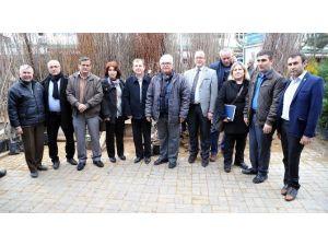 Uşak Kent Konseyinden, Fidan Stantına Destek