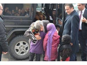 Kaymakam Valiyi Suriyeli Çocuklarla Birlikte Karşıladı