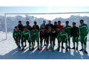 Hakkari'de Liseler Arası Futbol Turnuvası Sona Erdi