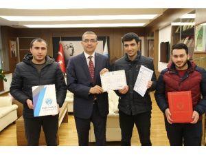 Azerbaycanlı Öğrenciler Üniversiteden Mezun Oldu