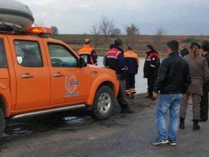 Gölete düşen otomobildeki 3 kişiyi AFAD kurtardı