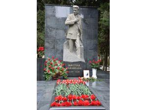 Türk dünyasının ünlü şairi Bahtiyar Vahabzade vefatının 7. yılında anılıyor