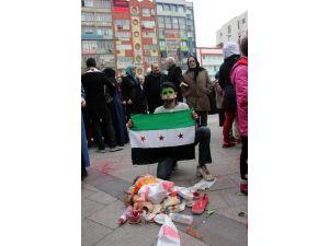 Suriyeli Mülteciler Rus Bombardımanını 'Parçalanmış Oyuncak Bebeklerle' Protesto Etti
