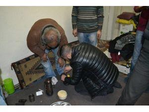 Genç Akson Yaşlı Çifte Yardımda Bulundu