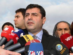 Demirtaş: Türkiye'yi başkanlığa mahkum etmek için meclisi kapatmak istiyorlar