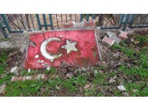 Bu Görüntü Türk Bayrağına Yakışmıyor