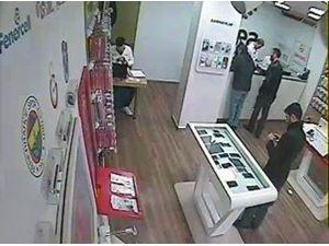 Cep Telefonu Hırsızı Güvenlik Kamerasında