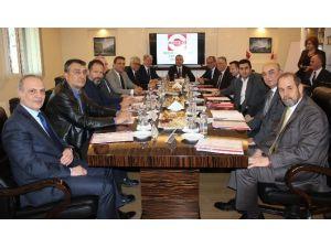 İzmir Valisi Toprak'tan Sanayicilere Açık Çek