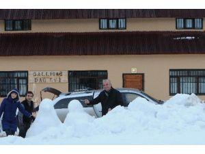 14 Şubat Sevgililer Gününde Ballıdağ Eteklerinde Kardan Heykel Şenliği