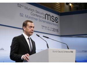 Medvedev: Suriye'ye kara harekatı, uzun vadeli savaş demektir