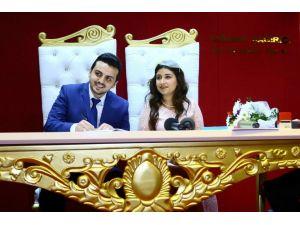 Evlenecek çiftler sevgililer günüde nikah salonlarına koştu
