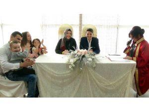 Sevgililer Günü'nde Evlendiler