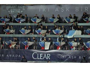 Başakşehir Fatih Terim Stadyumu'nda Sevgililer Gününe Özel Tribün