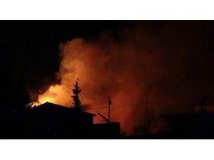 Nusaybin'de Akşam Saatlerinde İki Okul Ateşe Verildi