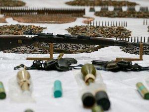 Üç İngiliz sınırda silah ve mühimmatla yakalandı