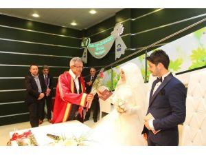 Başkan Köşker Sevgililer Günü'nde Nikah Kıydı
