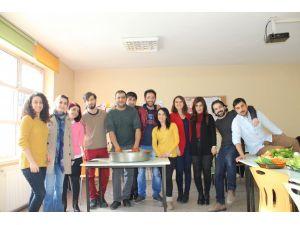 Eğitim gönüllüleri çiğ köfte etkinliğinde bir araya geldi
