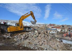 Bünyan Belediyesi Bütün Metruk Binaları Yıkıyor