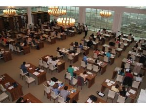 ÇOMÜ Kütüphanesi'ne Bir Ayda 30 Bin Kitap Alındı