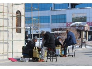 Erzurum'da Sıcak Hava Vatandaşları Şaşırttı