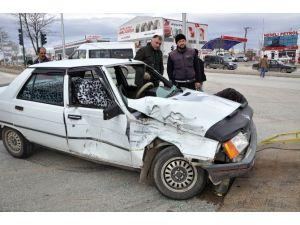 Yozgat'ta Otomobil Traktöre Çarptı: 1 Yaralı
